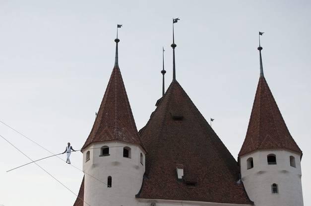 Im Hintergrund die Schlosskirche.