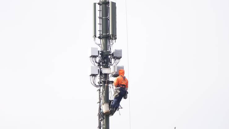 Arbeiten an einer Mobilfunkanlage in Zuchwils Nachbargemeinde Solothurn.