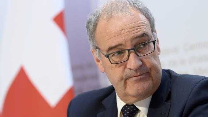 Wirtschaftsminister Guy Parmelin befindet sich in Quarantäne, zeigt jedoch keine Symptome.
