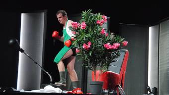Pit Arne Pietz glänzt zwischen Oleander und Punchingball.