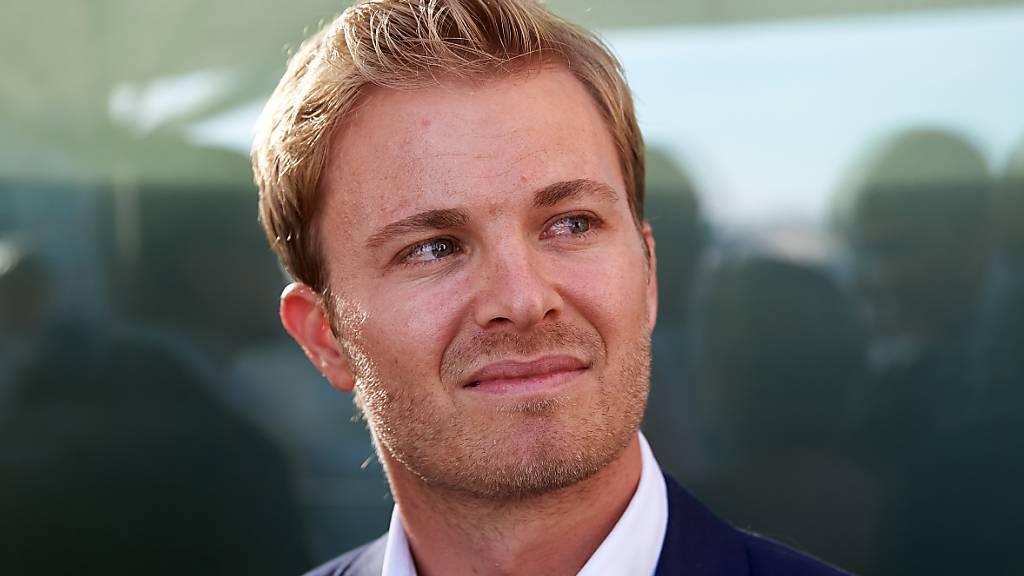 ARCHIV - Rennfahrer Nico Rosberg nimmt an der Verleihung des DMSB-Pokals des Deutschen Motorsport Bundes teil. Foto: Thomas Frey/dpa