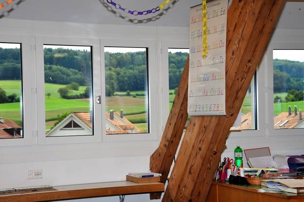Dank neuer Fenster ist der Raum sehr hell und bietet erst noch schöne Aussicht.