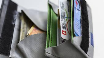 Die Aargauer Regierung überprüft die Prämienverbilligungen. Ob es mehr Geld gibt, ist offen.