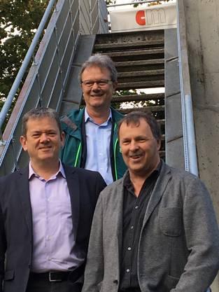 Der Holderbanker Ammann Herbert Anderegg (hinten), sein Veltheimer Amtskollege Ulrich Salm (links) und Projektleiter Urs Pfründer aus Holderbank.