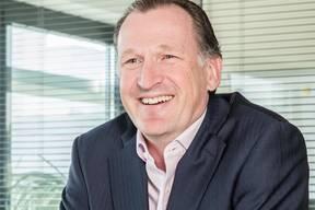 Alex Bristol, CEO von SkyguideAlex Bristol, geboren 1968, ist seit drei Jahren Chef der Flugsicherungsfirma Skyguide, die im Besitz des Bundes ist. Der schweizerisch-britische Doppelbürger besuchte die Schule in Suffolk, im Osten von England, und studierte an der Universität von Exeter Französisch und Deutsch. Zu Beginn seiner Karriere arbeitete Bristol bei der britischen Flugsicherung NATS und war in Heathrow als Flugverkehrsleiter und Instruktor tätig. Nach weiteren Stationen in England in führenden Positionen wechselte er 2011 zu Skyguide als Operationschef. 2017 folgte die Ernennung zum CEO. Bristol ist verheiratet und wohnt in der Nähe von Genf, wo der Hauptsitz von Skyguide liegt. (bwe)