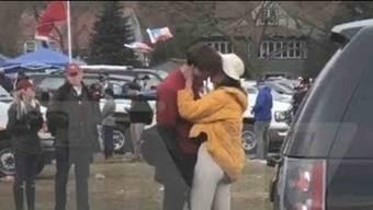 Barack Obamas Tochter Malia wird beim Küssen erwischt