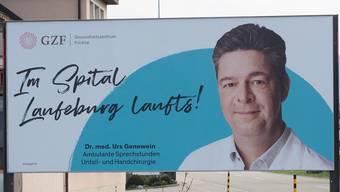 Auf Plakatwänden wirbt das Gesundheitszentrum mit den Gesichtern, die das Spital Laufenburg prägen.