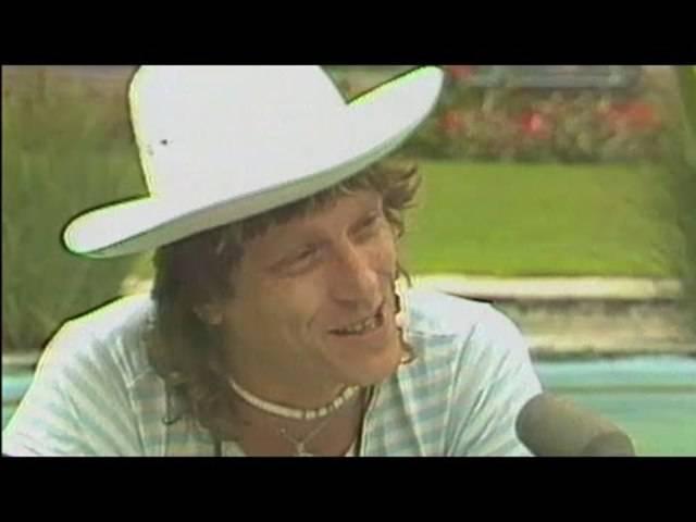 Polo Hofer interviewt einen amerikanischen Touristen (gespielt von ihm selbst). Aus der Sendung «Karussell» (25.06.1981).