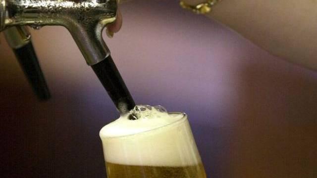 Das letzte Bier wird im Kellerämterhof in Oberlunkhofen im Sommer 2016 gezapft. (Symbolbild)