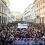 """Die Anti-Populisten-Bewegung der """"Sardinen"""" demonstriert in Rom gegen Rassismus."""