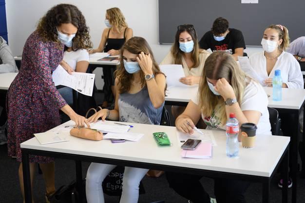 Trägt die Lehrperson und die Schülerinnen und Schüler Masken, wird kaum eine Quarantäne angeordnet.