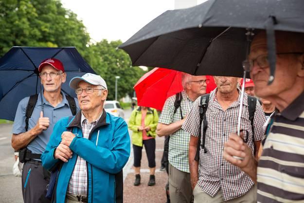 Regenschirme und Pellerinen wurden nur die erste halbe Stunde benötigt. Danach blieb's trocken!
