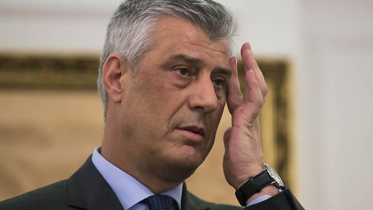 ARCHIV - Gegen Kosovos Präsidenten Hashim Thaci ist in Den Haag Haftbefehl wegen Kriegsverbrechen und Verbrechen gegen die Menschlichkeit erlassen worden. Foto: Visar Kryeziu/AP/dpa