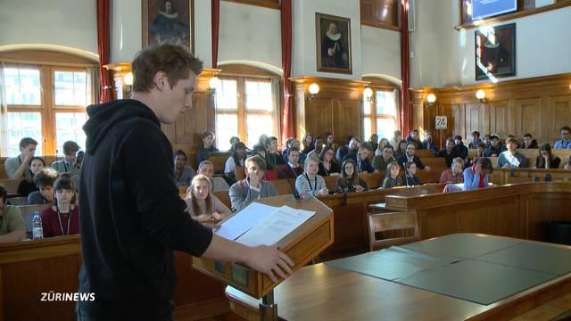 Zürcher Jugendparlament tagt zum ersten Mal im Rathaus