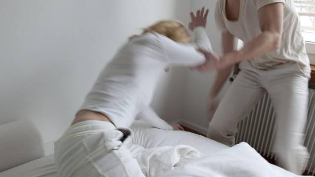 Gewalt in der Ehe ist in der EU weit verbreitet (Symbolbild)