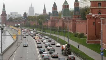 Die Mauern und Türme des Kremls in Moskau - die EU verlängert ihre Sanktionen gegen Russland. (Symbolbild)