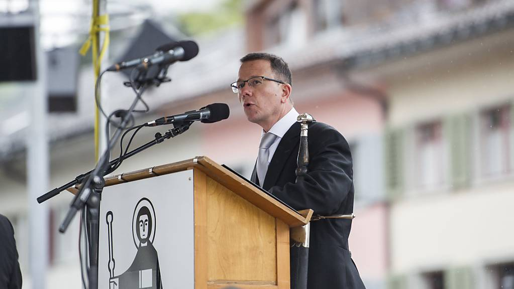 Der Glarner Regierungsrat Rolf Widmer (CVP) wechselt im Mai nächsten Jahres zur Glarner Kantonalbank. Eine Ersatzwahl in die Regierung findet am 7. März 2021 statt.