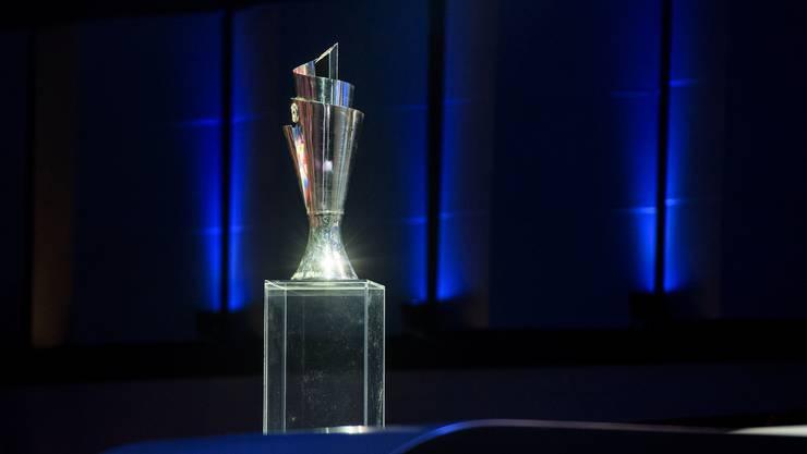 Der erste neue Wettbewerb ist schon da – das ist die Trophäe für den Nations-League-Sieger.