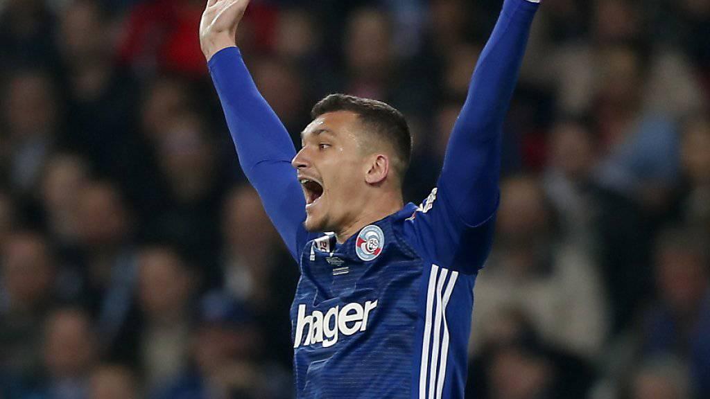 Ludovic Ajorque und Racing Strasbourg sicherten sich den Sieg im französischen Ligacup dank einem Erfolg im Penaltyschiessen gegen Guingamp