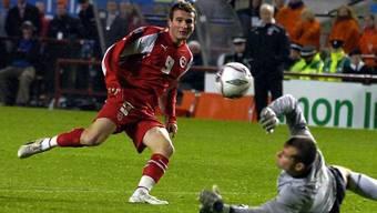 Die fatale Chance von Alex Frei 2005 in Dublin. Die Schweiz spielte in Irland nur 0:0 und musste darum in die legendäre Barrage gegen die Türkei.