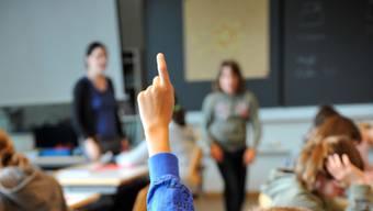Nicht alle Lehrerinnen und Lehrer auf der Unterstufe beurteilen die Aufhebung der Einführungsklassen als Segen. (Symbolbild)
