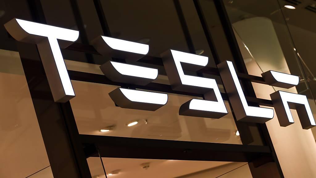 Tesla enttäuscht Märkte mit Quartalsgewinn und vagem Ausblick