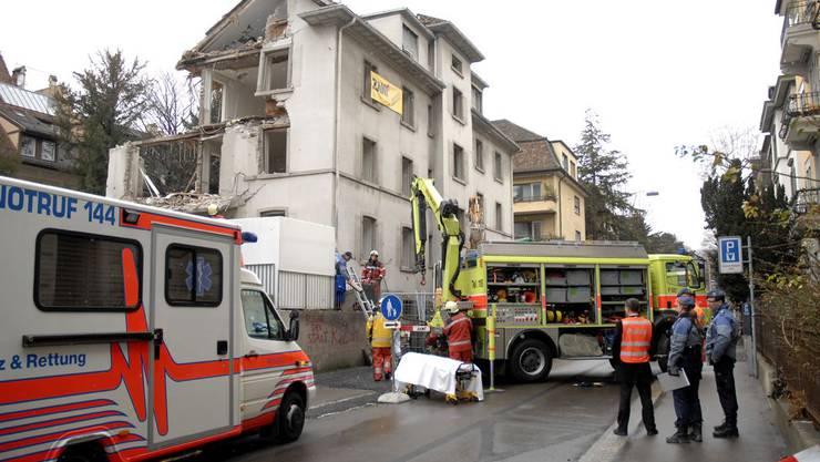 Arbeitsunfall in Zürich: Balkon mit Arbeiter abgestürzt