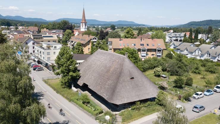 Das imposante Strohhaus im Dorfkern von Kölliken.