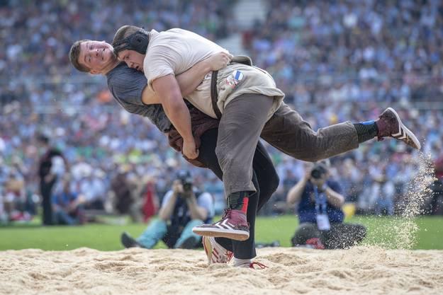 Für Alpiger geht es nicht mehr, das Bein voll zu belasten.