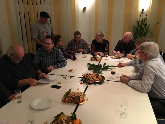 Im Raum Bellinzona haben wir noch mehr Stühle benötigt, da so viele Mitglieder und Freunde der SVP kamen.