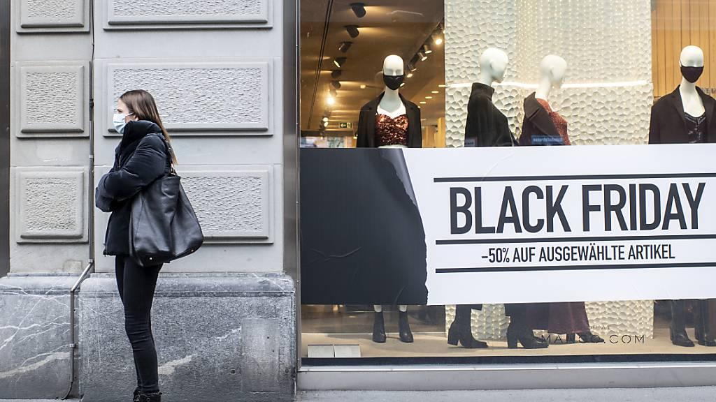 Die Schweizer Konsumenten haben sich an Black Friday und Cyber Monday in Shoppinglaune gezeigt. Vor allem die Onlinehändler haben satte Umsatzzuwächse verbucht.(Symbolbild)
