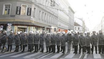 Aufmarsch der Wiener Polizei am Heldenplatz vor einer Demonstration (Archiv)