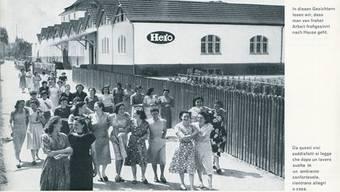 Italienische Arbeiterinnen auf dem Heimweg. Die Fröhlichkeit wirkt etwas propagandistisch. Bild: Archiv Museum Burghalde/zvg