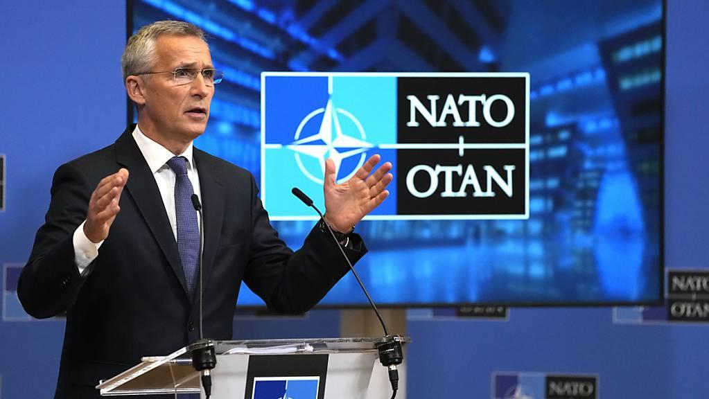 NATO-Generalsekretär Jens Stoltenberg spricht während einer Pressekonferenz nach einem Treffen der nationalen Sicherheitsberater im NATO-Hauptquartier in Brüssel. Stoltenberg bezeichnete am Donnerstag die Beziehungen zu Moskau als so schlecht wie seit dem Kalten Krieg nicht mehr. Foto: Virginia Mayo/Pool AP/dpa