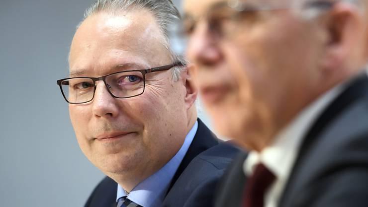 Nagelprobe als Interims-Chef bestanden: Dirk Lindemann (links, neben Finanzminister Ueli Maurer) wird neuer Direktor des Bundesamts für Informatik und Telekommunikation.
