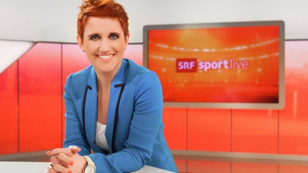 Im SRF-Studio ist es Steffi Buchli sichtlich wohl. Trotzdem: «Mein Zuhause ist meine Burg», sagt die Sportmoderatorin. (Pressebild SRF)