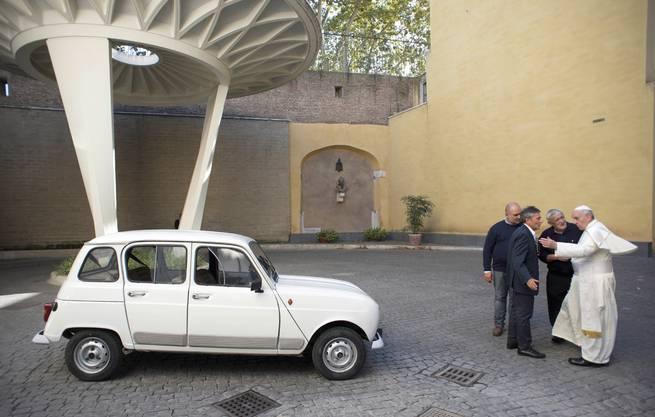 Bescheiden Baujahr 1984, 300 000 Kilometer – Franziskus' Renault 4