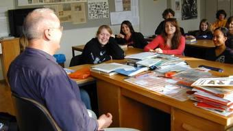 Ältere Oberstufenlehrkräfte im progymnasialen Leistungszug haben noch alle an der Uni studiert.  Hartmann
