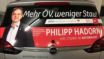 Der SVP-Nationalrat Andreas Glarner kritisiert seinen Ratskollegen Philipp Hadorn von der SP heute auf Facebook. Der Grund: Hadorn wirbt auf seinem Auto dafür, die öffentlichen Verkehrsmittel zu benutzen.