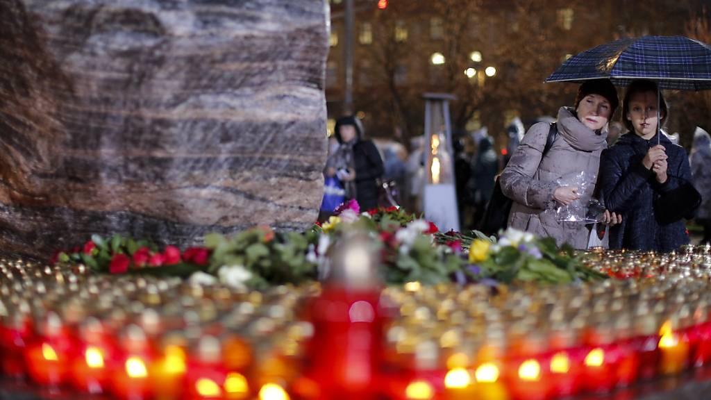 Hunderte Moskauer erinnern bei Mahnwache an Stalinopfer