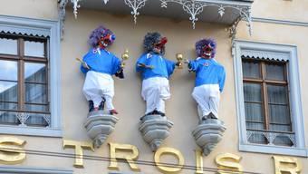 Kaschper, Melchi und Balz prangen wieder am Hotel Trois Rois.