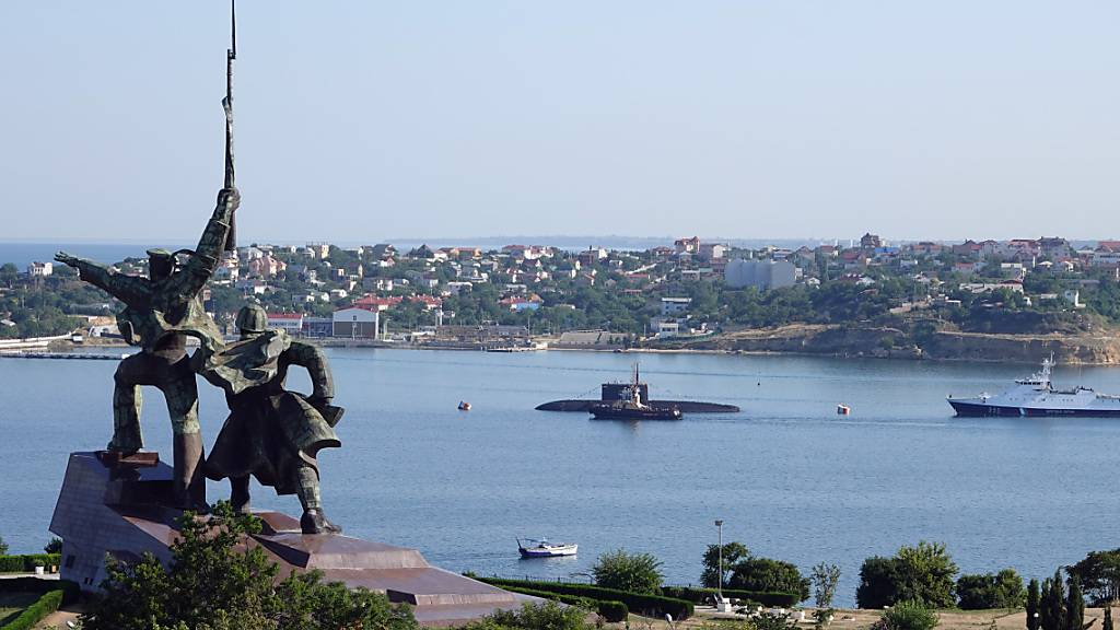 Spannung in Ostukraine: Russland schickt Kriegsschiffe für Manöver