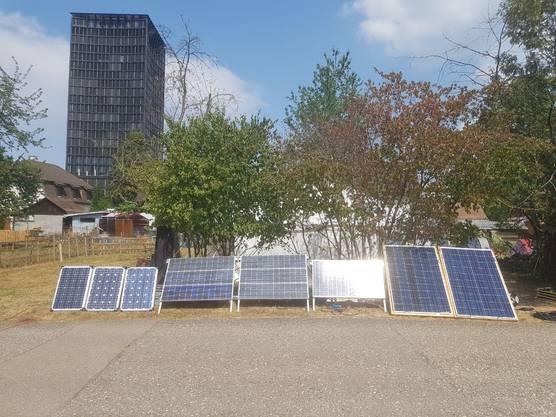 Der Stromversorgung im Camp erfolgt durch eigene Solarpanels.