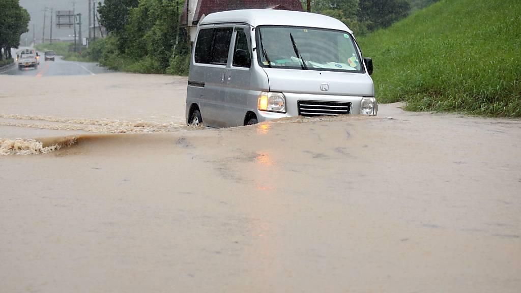 Schwere Unwetter haben in Japan zu Überschwemmungen geführt.