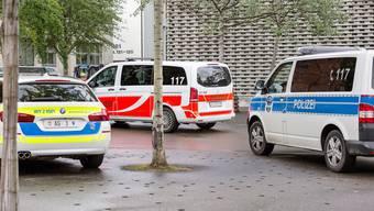 Die Kantonspolizei stellt nach und nach auf Weiss-Blau-Gelb um. Die meisten Regionalpolizeien, wie hier die Stadtpolizei Baden, setzen weiter auf Weiss-Orange.