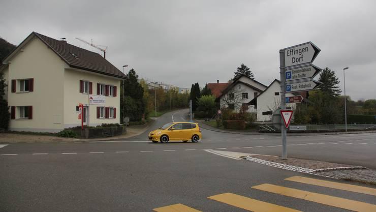 An der Kreuzung Bahnhofstrasse/Bözbergstrasse in Effingen soll es einen Kreisel geben. Zudem wird die Bushaltestelle verschoben.