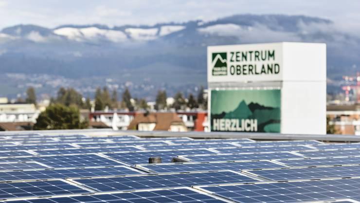 Photovoltaik-Anlage auf dem Dach des Zentrums Oberland in Thun.