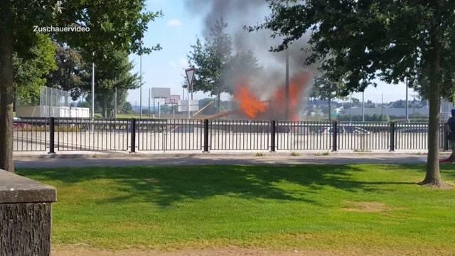 Fahrzeugbrand behindert Verkehr