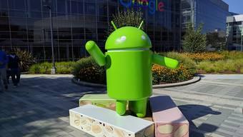 Google wird von Konkurrenten immer wieder vorgeworfen, seine Marktmacht zu missbrauchen, um bei Smartphones auf unfaire Weise eigene Apps durchzusetzen: Der Google-Campus im US-amerikanischen Mountain View. (Archivbild)