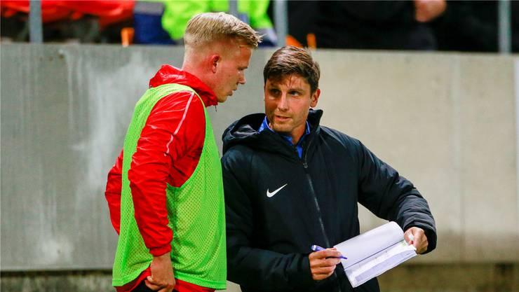 Konditionstrainer und Anlaufstelle für die Sörgeli der Spieler: Norbert Fischer (rechts) mit Aarau-Mittelfeldprofi Mats Hammerich.
